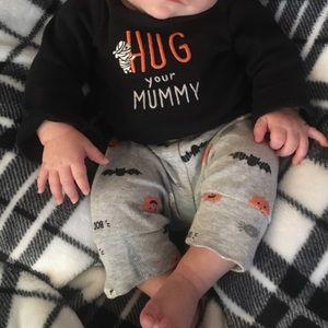 """Hug your mummy"" Halloween outfit"